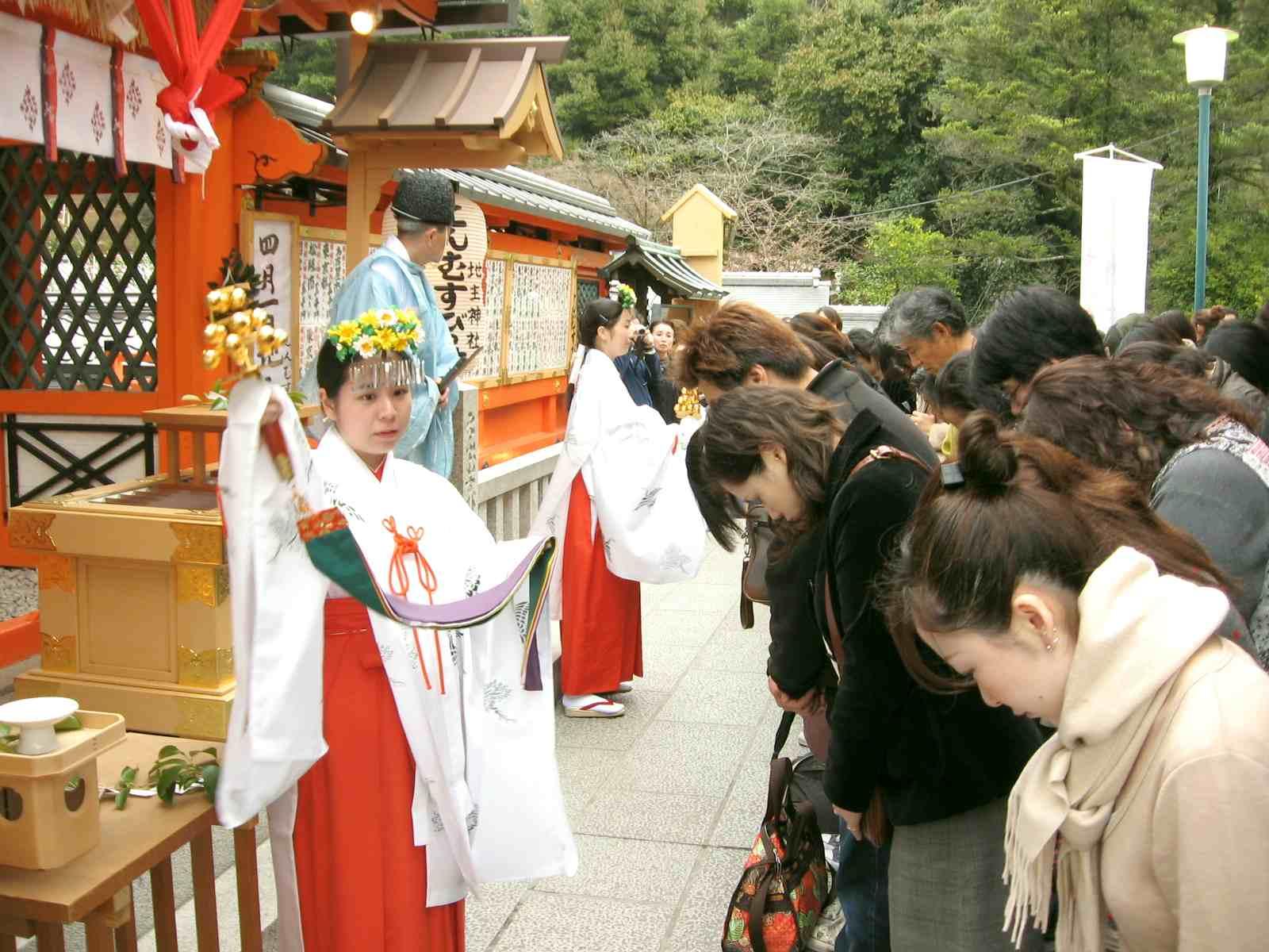 地主神社 巫女 神鈴の儀