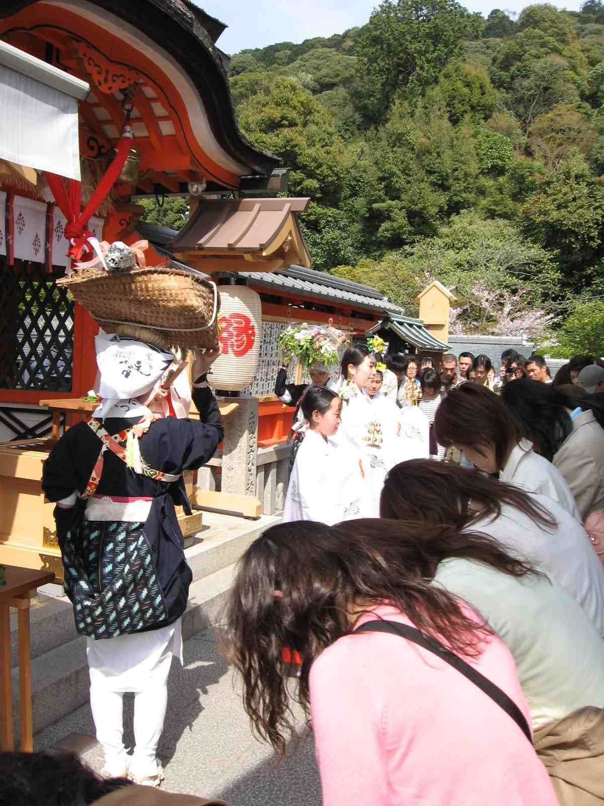桜祭り 巫女「神鈴の儀」