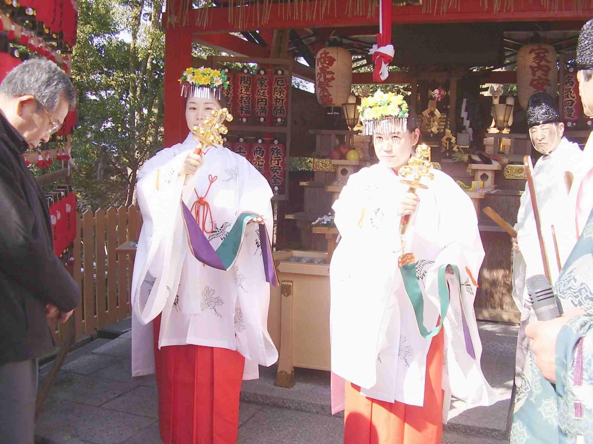 初午祭 巫女 神鈴の儀