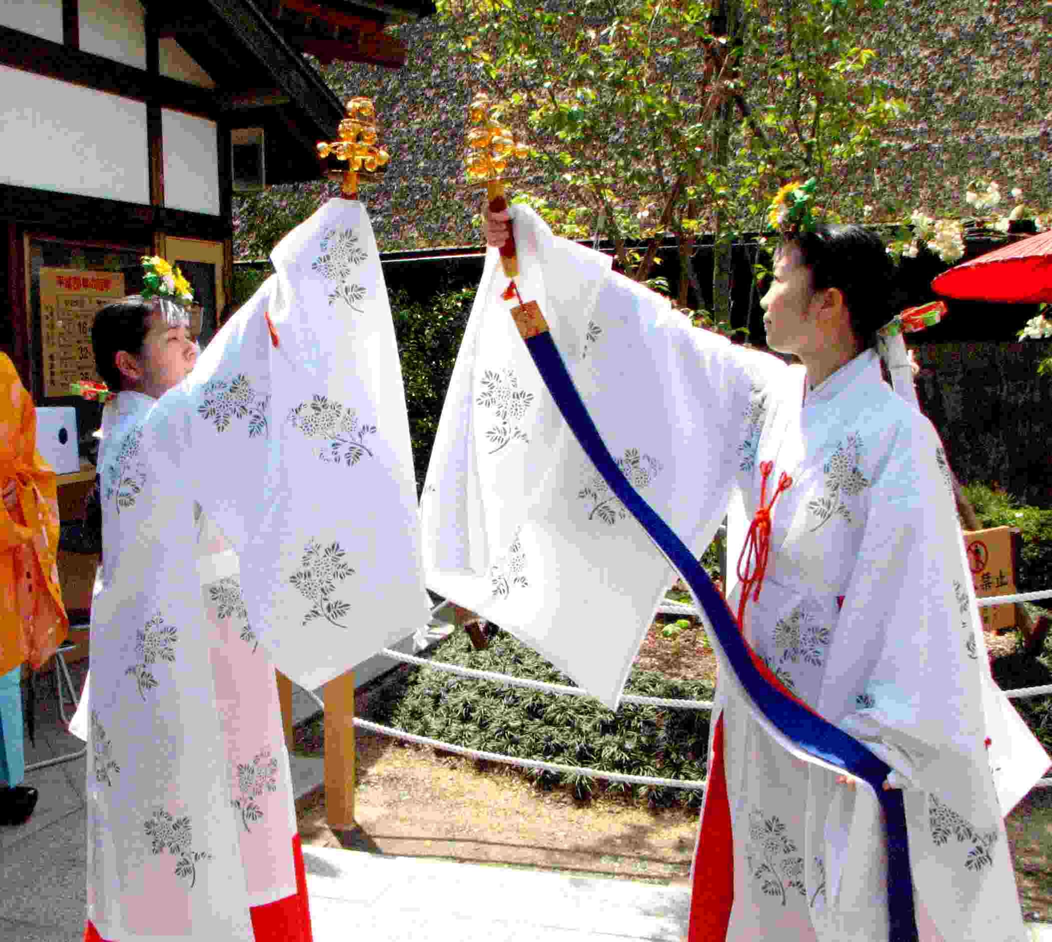 桜祭り 地主神楽奉納