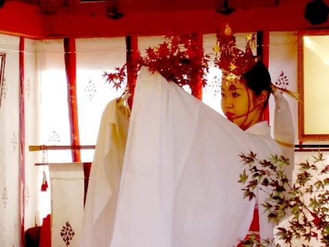 神楽 紅葉の舞