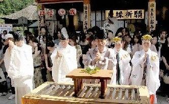 縁結び地主祭り 玉串拝礼